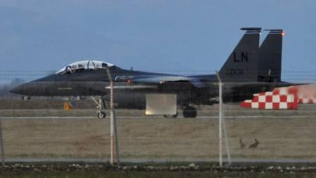 KRASJLANDET: Det var et F-15E Strike Eagle angrepsfly av denne typen som styrtet i Libya som følge av en teknisk feil. Flyene har operert fra fra Aviano i Italia hvor dette bildet er tatt. (Foto: GIUSEPPE CACACE/Afp)