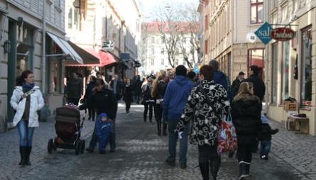 MED SJEL: Den gamle bydelen Haga byr på små spesialbutikker,   bakerier, antikvitetsbutikker og gallerier. Et populært sted å spasere   på lørdag formiddag, både for turister og Göteborgere.