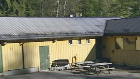 KJØPTE HUS: Kristiandsand kommune kjøpte Bandidoss klubbhus for å bli kvitt med klubben. (Foto: TV 2)