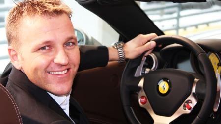 Salgssjef Thomas Kleven hos  Autostrada Sport har merket stor interesse for nye Ferrari FF.  (Foto: Privat)