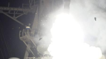 SKJØT MISSILER: Et laserstyrt missil skytes opp fra den amerikanske krysseren USS Stout som er i Middelhavet. (Foto: Petty Officer 3rd Class Jeramy Spivey/Ap)