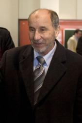 FRYKTER MASSAKRE: Opprørsleder Mustafa Abdul-Jalil ber verdenssamfunnet skynde seg for å stanse Muammar al-Gaddafi.  (Foto: AP / SCANPIX)