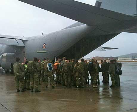 Rundt 80 personer dro fra Bodø med kurs for en flybase på Kreta mandag ettermiddag. (Foto: Roy-Arne Salater)