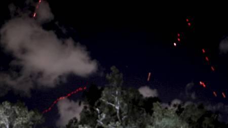Den libyske hæren har mandag kveld skutt med antiluftskyts etter angivelige angrep mot hovedstaden. (Foto: AHMED JADALLAH/Reuters)
