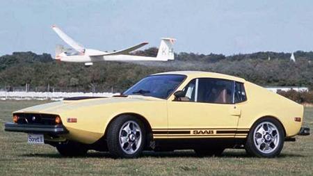 1970 Saab Sonett III. Sonett var aldri i noen av sine tre versjoner moderne, men alltid outrert. Altså har den særtrekk i bøtter og spann som man kan lage retrodesign med.