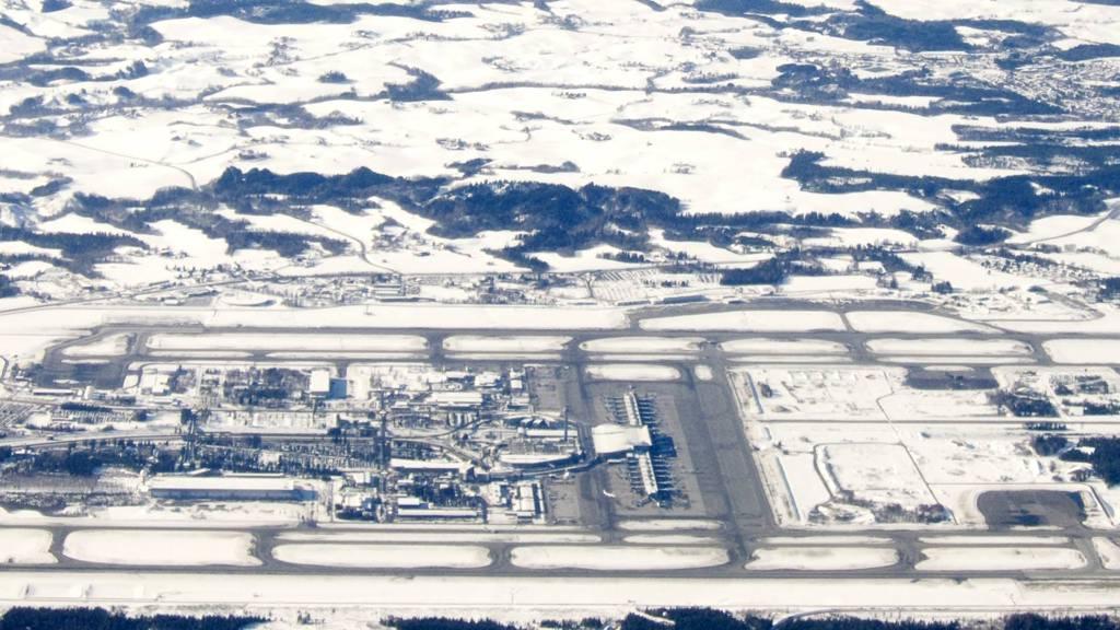 AVVISER SEILFLYAKTVITET: Avinor undersøker videre hva som var i luften over Gardermoen torsdag. (Foto: Larsen, Håkon Mosvold/SCANPIX)