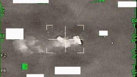 NORSKE BOMBER: Bildet viser hvordan norske jagerfly bomber libyske   mål i den internasjonale militærintervensjonen. (Foto: Forsvaret)