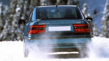 Opel_Calibra_bakfra-snø