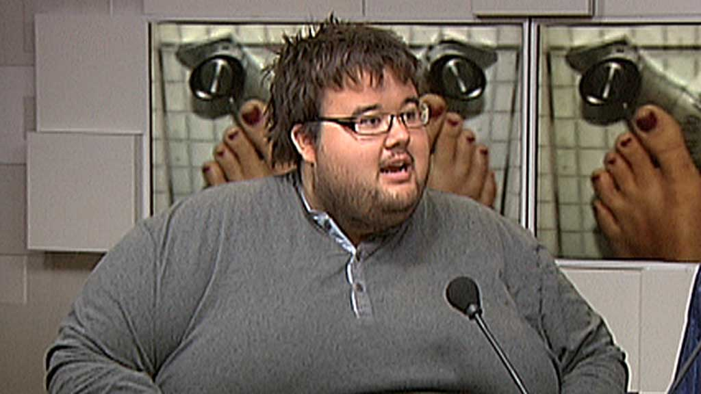 BEKYMRET: Jørgen Foss, leder i Landsforeningen for overvektige, er redd for at overvektige vil føle seg isolert fra samfunnet når de nye togene kommer på plass.  (Foto: TV 2 (arkivfoto))