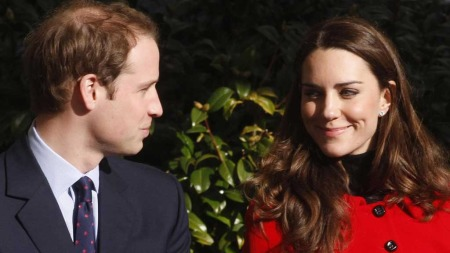 FORELSKET: Fredag er det klart for bryllup. Talen fra prins William vil nok bli et av mange høgdepunkt under festen. (Foto: AP Photo/Danny Lawson)