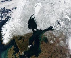 Våren er på vei nordover.  (Foto: NASA)