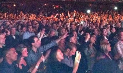 Dette bildet av publikum har Sheen selv publisert på Twitter søndag.  (Foto: @CHARLIESHEEN)