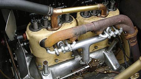 Toliters firesylindret motor var ikke så dårlig på en bil i 1910, men Buick var da også en solid og kraftig bil som ble berømt for sin kvalitet. Foto: Privat