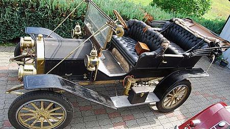 101 års patina gjør en bil enda flottere enn den var da den var ny. En så gammel veteranbil kan betraktes like mye som installasjonskunst som et befordringsmiddel. Foto: Privat