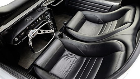 Interiøret i Chevrolet Testudo er, som på Bertones øvrige konseptbiler, overraskende gjennomarbeidet. (Foto: Tom Wood ©2011 Courtesy of RM Au)