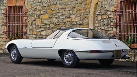 Det er, vil vi påstå, komplett umulig å gjette at det under linjene på Chevrolet Testudo fra 1963 skjuler seg drivverk og chassis fra en Corvair Monza. (Foto: Tom Wood ©2011 Courtesy of RM Au)