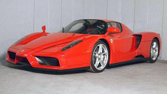 Den amerikanske kjeltringen fikk aldri kjørt mer enn 1.113 miles med sin 2003 Ferrari Enzo. Kanskje er den en av verdens minst kjørte Enzoer. (Foto: Manheim Auctions Government Services)