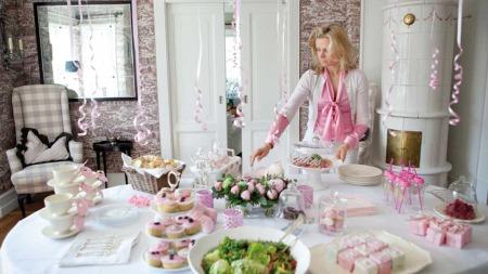 Her har Maria Hovtun dekket bordet til en babyshower. Hun er   en av mange bloggere som viser fram sitt