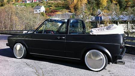 Golf 1 Cabriolet er en enkel og morsom sommerbil. Kjell falt totalt for oldschool-stilen som bilen var bygget i, og dro sporenstreks til Østlandet for å handle. Foto: Privat