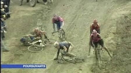 I Paris-Roubaix kan været føre til at rittet utvikler seg til   et skikkelig gjørmebad. (Foto: TV 2/)