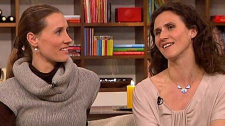 Stine Østvold og Ingrid Lorentzen blir ofte forvekslet på scenen fordi de ligner hverandre. (Foto: TV 2)