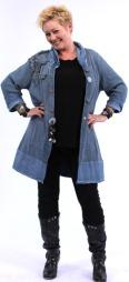 FØR : Anne Lise er opptatt av stil og snitt når hun skal på TV. Og hun slenger gjerne på seg et skjerf eller et stilig smykke når hun må ut å representere rett etter job. (Foto: Photographer: Haavard Byrkjeland)