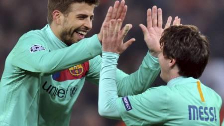 Gerard Pique og Lionel Messi (Foto: SERGEI SUPINSKY/Afp)