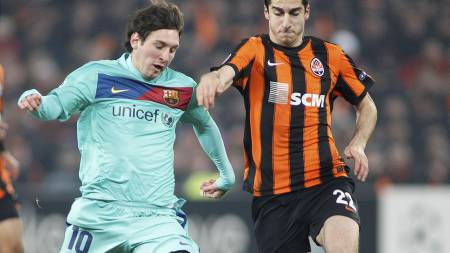 Lionel Messi, Henrik Mkhitaryan (Foto: GLEB GARANICH/Reuters)