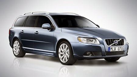 Volvo V70 har fått en forsiktig facelift i år. Fjorårsmodellen din vil ikke nødvendigvis se steingammel ut bare for at du parkerer ved siden av en 2012-modell. Frontlys og speil er de største forandringene utvendig.