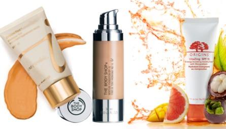 FARGET DAGKREM: F.v. Dream Tint fra Jane Iredal gir et kremaktig   dekke man nesten ikke skal kunne se eller føle. Påføres på samme måte   som fuktighetskrem og har SPF 15 (kr 465, Jane Iredale). Moist Foundation   er en lett underlagskrem som gir fuktighet til normal og tørr hud. Den   inneholder E-vitamin og har SPF 15 (kr 198, The Body Shop). Origins Vita-Zing   har også SPF 154. Den tilpasser seg hudens farge, utjevner hudens overflate   og skal gi øyeblikkelig glød (Veil. kr 325, Origins).