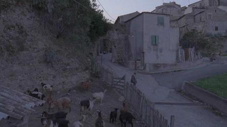 En film uten dialog, og med landsby og natur i hovedrollen.  (Foto: Fra filmen Landsbyen på toppen av fjellet )