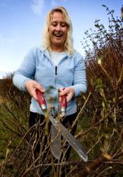 Nå kan de fleste busker få en liten stuss. (Foto: Gorm Kallestad   / SCANPIX)