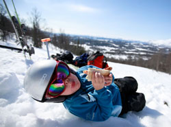 I Norge forbinner mange påsken med skiturer i sol og vårvarme. (Foto: Jon Eeg / SCANPIX)