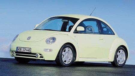 Vi måtte ut og kjøre noen mil for å finne ut fargekoden da vi en dag så en 2001 New Beetle i