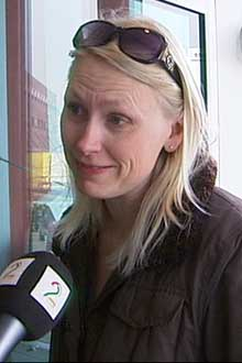 TAUET BORT: Linda Numme ble 2500 kroner fattigere etter at bilen hennes ble tauet bort. (Foto: TV 2)