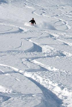 I de vestlige fjellområdene er det fortsatt mye snø. (Foto:   Gunnar Lier / Scanpix / illustrasjon)