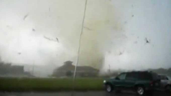 TOK FARVEL: ¿ Jeg er glad i deg, Ann sa Steven til søsteren da tornadoen nærmet seg. (Foto: Steven Hoag)