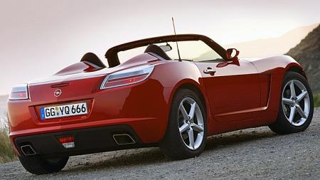 Solstice var en av Pontiacs bestselgende modeller da merket ble lagt ned, og det var en stund snakk om at modellen kunne blitt solgt og videreført av andre. Det skjedde ikke, og dermed kjørte også Opel GT inn i solnedgangen. Foto: Netcarshow.com