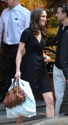 SHOPPING: Kate Middleton shopper sommerklær tilbryllupsreisen. (Foto: Black Sheep, ©TS)