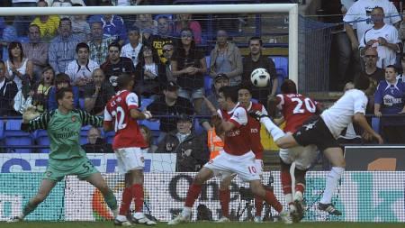 Tamir Cohen scorer mot Arsenal. (Foto: Anna Gowthorpe/Pa Photos)
