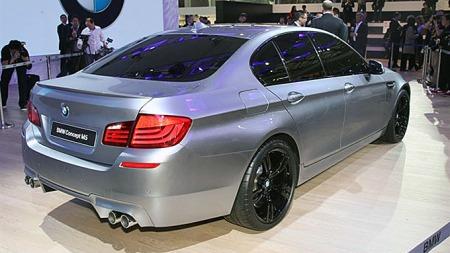 På neste M5 er at V10-motoren erstattes av en V8 med doble turboer. Det er det eneste vi vet sikkert så langt, men nå bekrefter navnløse kilder innenfor BMW at man også leker med tanken om firehjulsdrift.