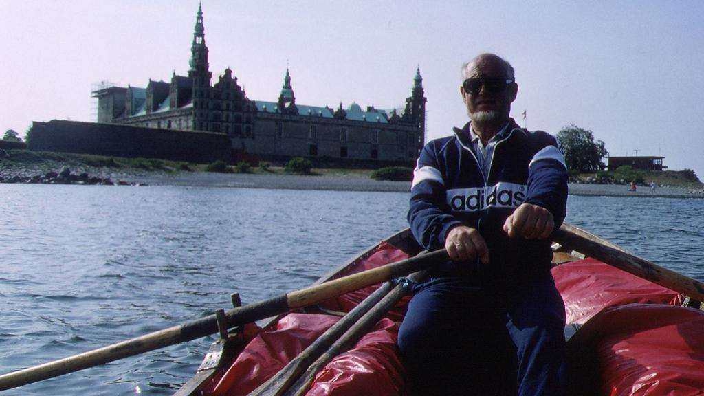 Erik Dammann har rodd strekningen Oslo-København to ganger, for å vise at det går an å ha en hyggelig og avslappet ferie uten å slippe ut mye CO2.  (Foto: Privat)