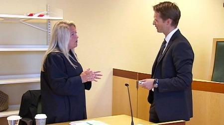 KLAR FOR RETTSSAK: Aktor Monica Hanø og den tiltaltes forsvarer, advokat Jan Kildahl. (Foto: Ingvild Gjerdsjø)