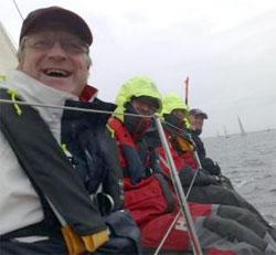 Morten Finne, til venstre, er en ivrig seiler, og vet alt om hvor skummelt kaldt hav er. (Foto: Ronald Toppe)