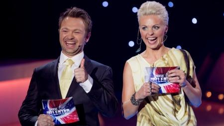 Programledere John Brungot og Marthe Sveberg Bjørstad. (Foto: Thomas Reisæter)