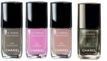 DE BESTE SKJØNNHETSPRODUKTENE - NEGLELAKK: Chanel Le Vernis er alltid først ute med de siste trendfargene fra catwalken, og det er ofte venteliste på de nyeste fargene. Sommerens store farge er «Black Pearl» (t.h).