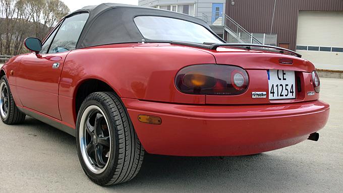 Bilen er nypolert, men Andreas har besluttet å gi den en hellakkering i originalfargen. (Foto: Privat)