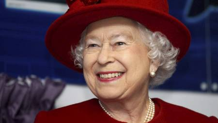 ROS: Dronningen høster ros for sin tale i Dublin onsdag kveld. (Foto: POOL/Reuters)