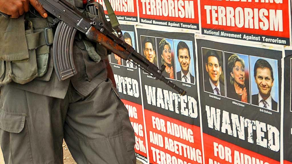 En plakat i colombo antyder at erik solheim støtter terrorister på