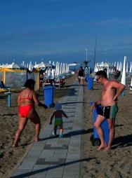 Riminis strand er delt opp i